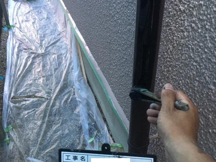 竪樋中塗り施工