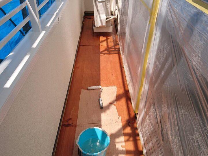 ベランダ防水下塗り施工